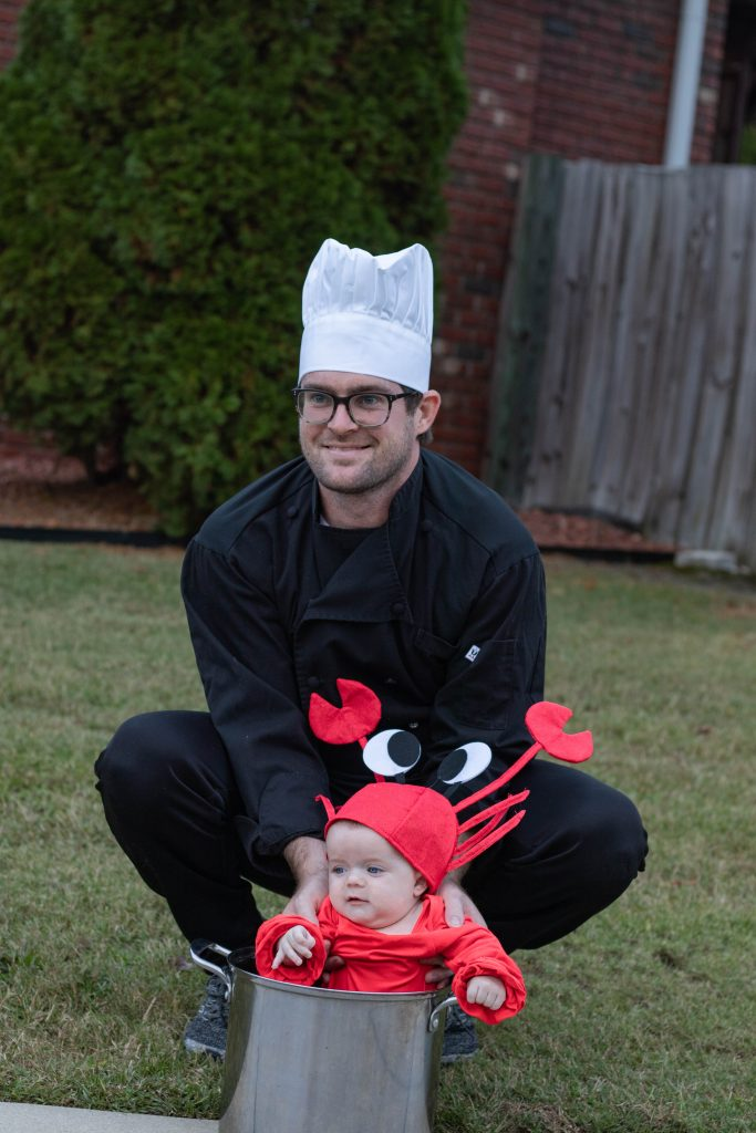 Dad and daughter Halloween costume Chef and Lobster in pot