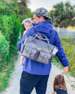 If everyone in the world felt as joyful as I do watching this man with his girls💗, what a wonderful 🌎 it would be. ✨ On our trip last week we took our new @lilyjadeco Elizabeth bag everywhere with us. It offers the perfect amount of space, and with the packing cases, we can keep everything we need for each girl separated and perfectly organized! And how gorgeous is this gray?? I know from the amazing quality of this bag that it will last through our girls' baby years and beyond.  Run 🏃‍♀️ 💨 to #LilyJade now and grab yours. Click the #linkinmybio to shop their gorgeous bags ✨ #LilyJadeAmbassador #LilyJadeCP #LJambassador